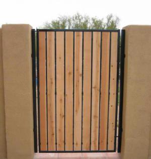 sideyard cedar-pickets (1)